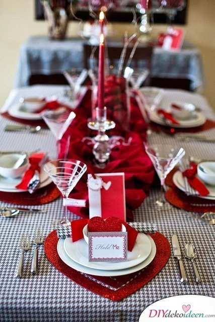 Herzdeko, Valentinstag Tisch Deko, Tischdeko Idee, Tischdeko zum Valentinstag, Tisch Deko Ideen, Blumendeko, Valentinstag Deko Ideen, Deko Valentinstag, dekorieren, DIY Dekoideen, Deko basteln, romantische Deko,