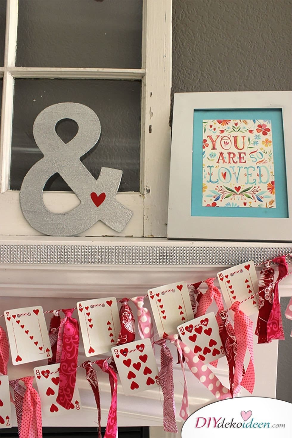 DIY Wanddeko, Kartengirlande, Valentinstag, Tischdeko, , Valentinstag Deko Ideen, Deko Valentinstag, dekorieren, DIY Dekoideen, Deko basteln, romantische Deko,