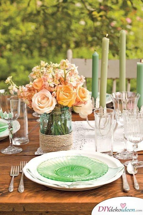 Frühlingstischdeko, Tischdeko, Tisch dekorieren, Blumendeko, Blumen Tischdeko, Frühling, Frühlingsdeko, Frühling dekoireren, Frühling Dekoidee