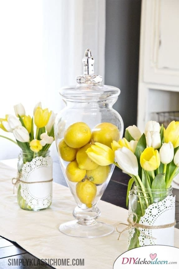 Frühling Tischdeko, Frühlingstischdeko, Zitronendeko, Zitronen Tischdeko, Tischdeko, Tisch dekorieren, Blumendeko, Blumen Tischdeko, Frühling, Frühlingsdeko, Frühling dekoireren, Frühling Dekoidee