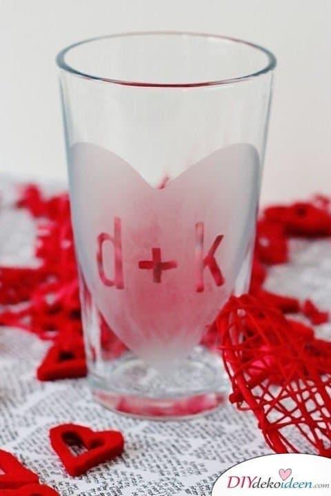 Initialen Gläser, Valentinstag Karten basteln, Valentinstag, Valentinstag basteln, Valentinstag Bastelideen, DIY Bastelideen, romantisch, Karten basteln