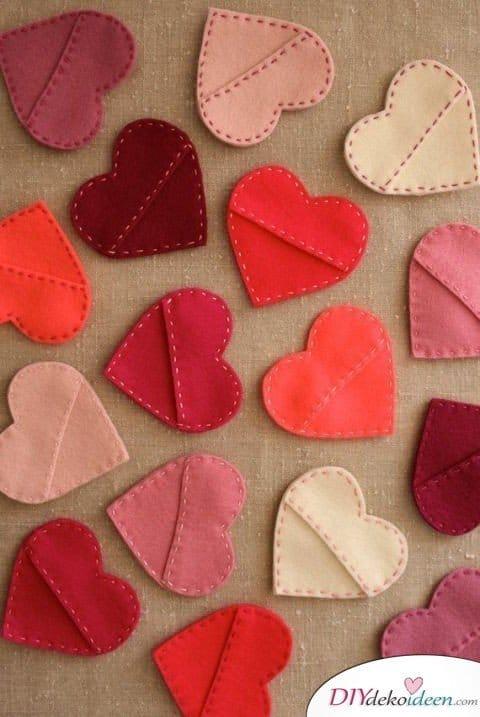 DIY Geschenketütchen, basteln mit Filz, Valentinstag Karten basteln, Valentinstag, Valentinstag basteln, Valentinstag Bastelideen, DIY Bastelideen, romantisch, Karten basteln