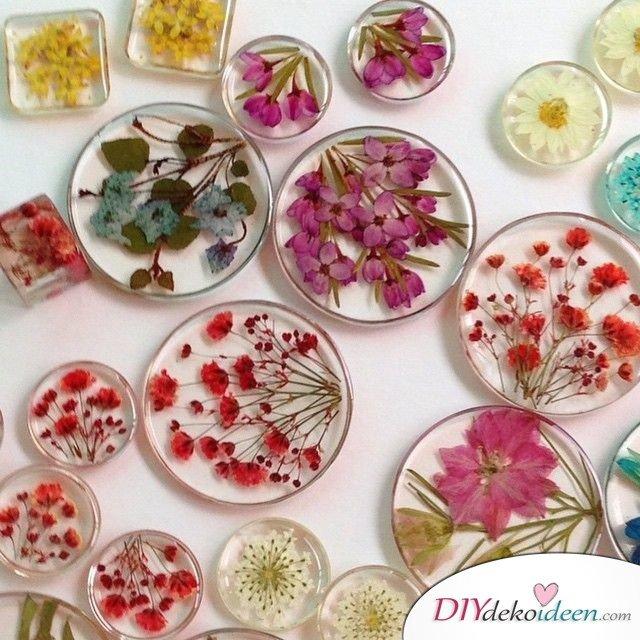 Schmuck basteln, Bastelideen mit gepressten Blumen, DIY Bastelideen, DIY Dekoideen, Blumen pressen, Dekoidee, Blumendeko, Wanddeko basteln,