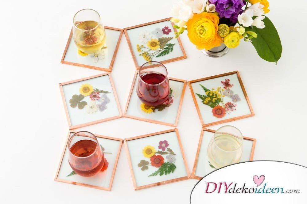 Untersetzer , Bastelideen mit gepressten Blumen, DIY Bastelideen, DIY Dekoideen, Blumen pressen, Dekoidee, Blumendeko, Wanddeko basteln,