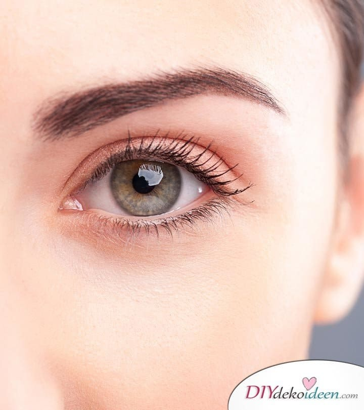 Vollere Augenbrauen ohne Schminke, Hausmittel, Beautytrends, Trends, Schönheit, Schönheitstipps, volle Augenbrauen, dichte Augenbrauen, ohne Schminke, no makeup,