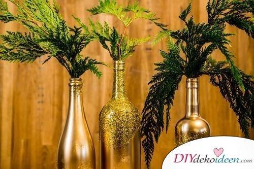 DIY Weihnachtsdeko Bastelideen mit Weinflaschen, Flasche mit Glitzerpulver