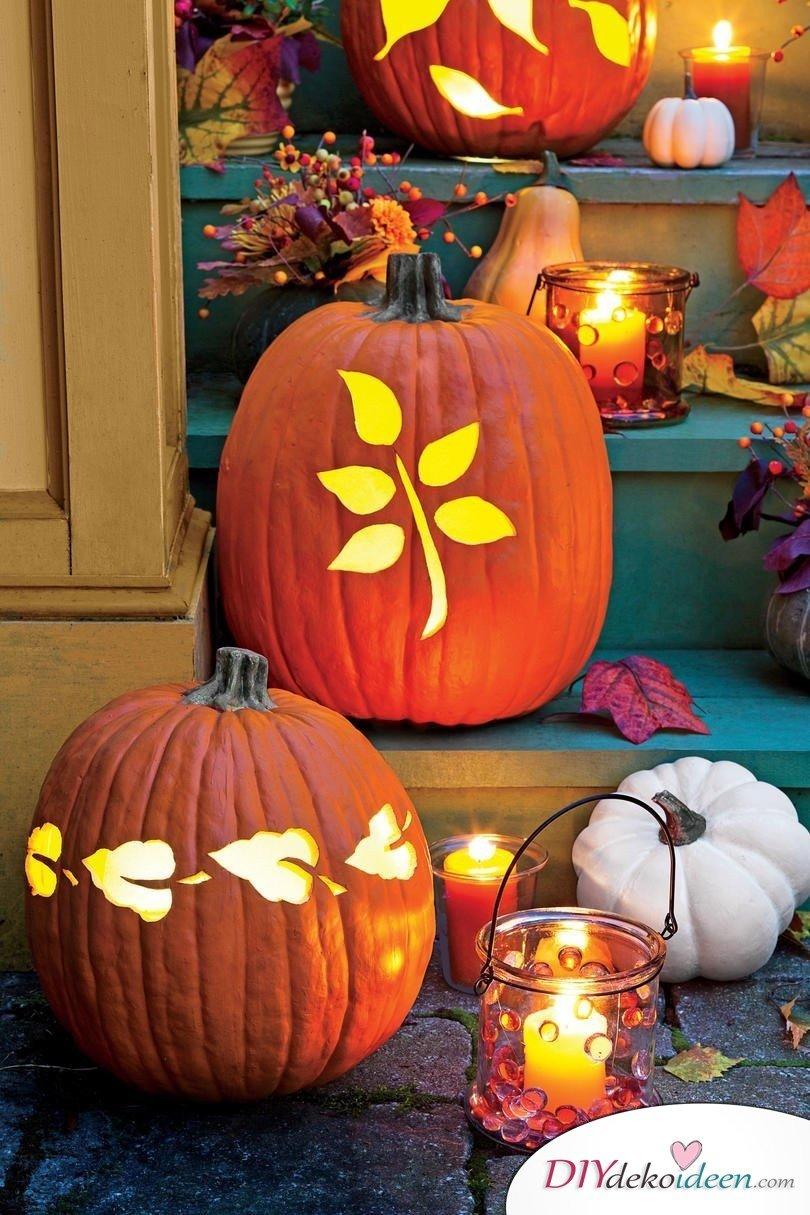 Deko mit Kürbissen - 15 Dekoideen für Haus und Garten - Kürbis schnitzen Ideen Halloween