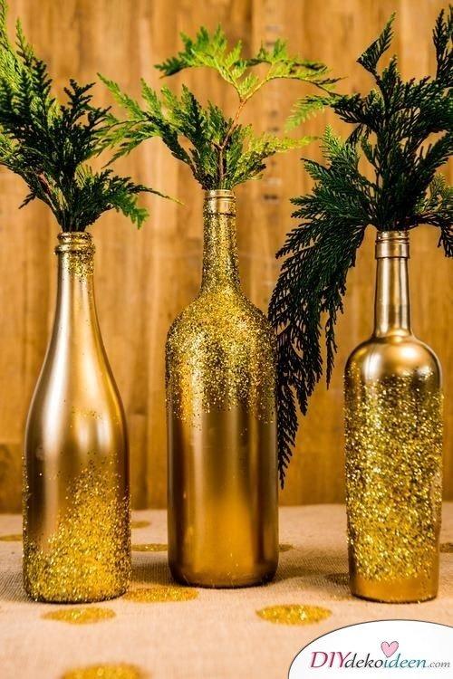 DIY Weihnachtsdeko Bastelideen mit Weinflaschen, Glitzerflasche Gold
