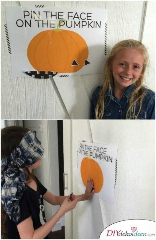 15 Halloween Party Spiele - Steck dem Kürbis ein Gesicht an