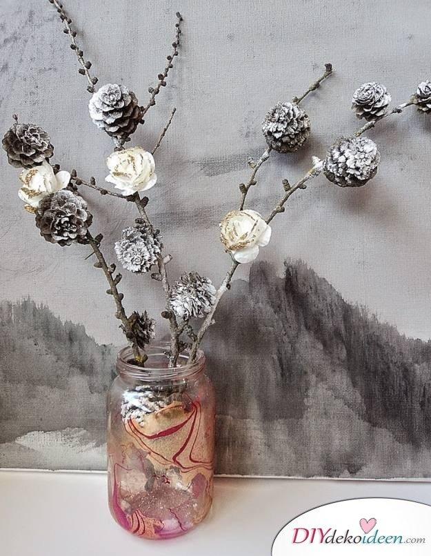 Basteln mit Tannenzapfen Herbst - 14 Bastelideen mit Tannenzapfen - Tannenzapfen Vase