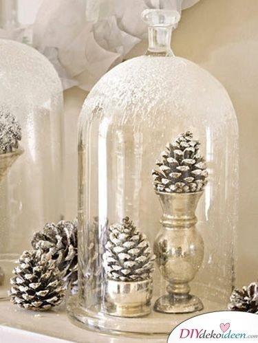 Basteln mit Tannenzapfen Weihnachten - 11 zauberhafte Bastelideen - Glasglocken mit Zapfen