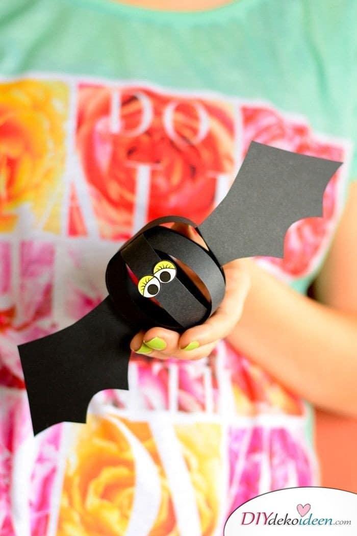 Halloween Deko basteln mit Kindern - 10 Bastelideen - Papierball-Fledermäuse