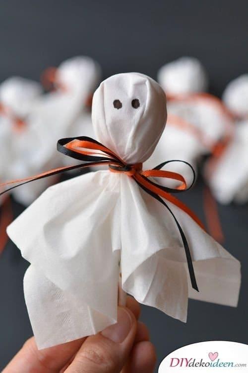 Halloween Deko basteln mit Kindern - 10 Bastelideen - Lutscher-Gespenster