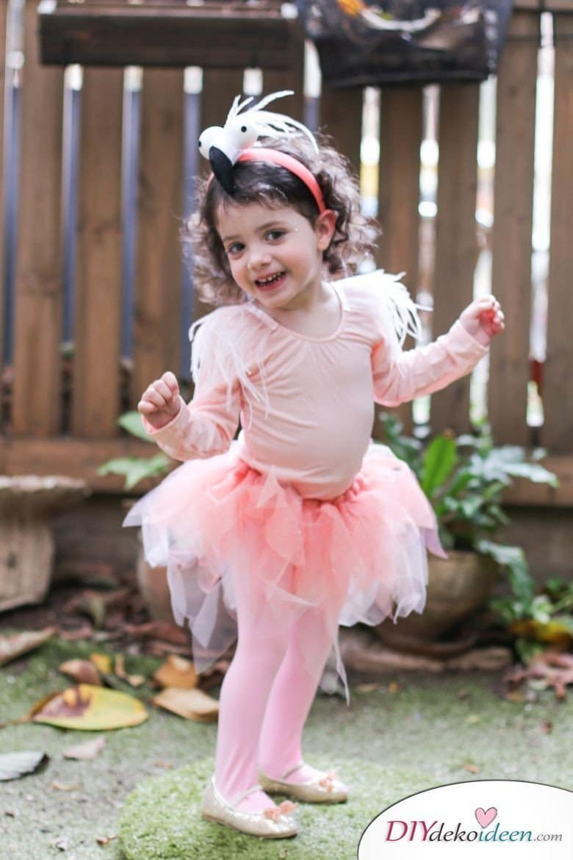 15 witzige Halloween Kostüm Ideen für Kinder zum selbermachen - Flamingo- Kinderkostüm