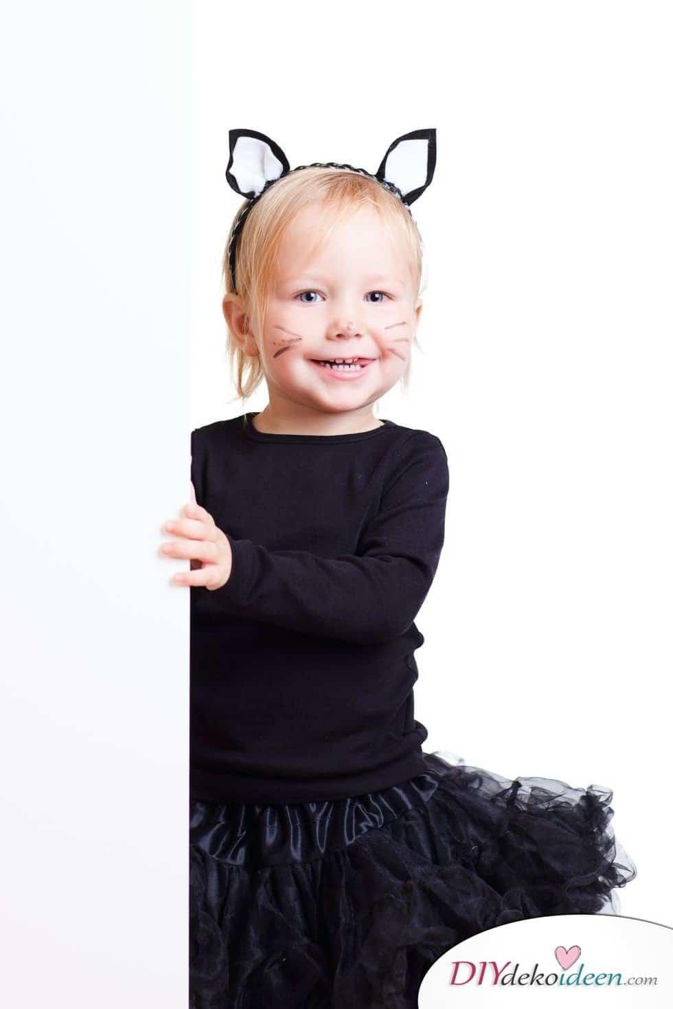 15 witzige Halloween Kostüm Ideen für Kinder zum selbermachen - Katze- Kinderkostüm