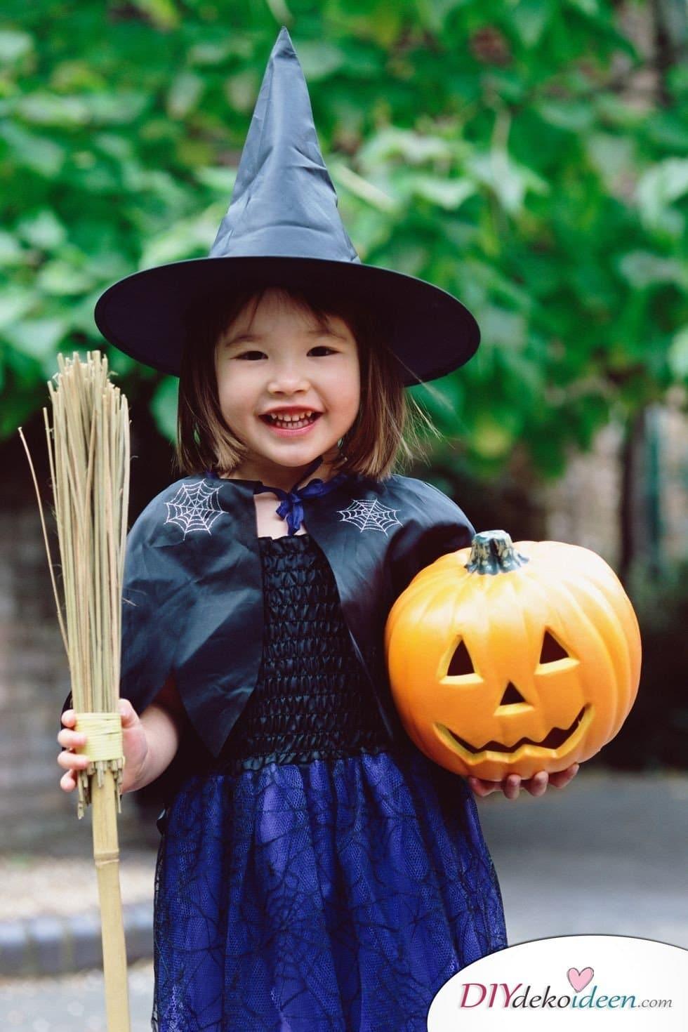 15 witzige Halloween Kostüm Ideen für Kinder zum selbermachen - Hexe- Kinderkostüm