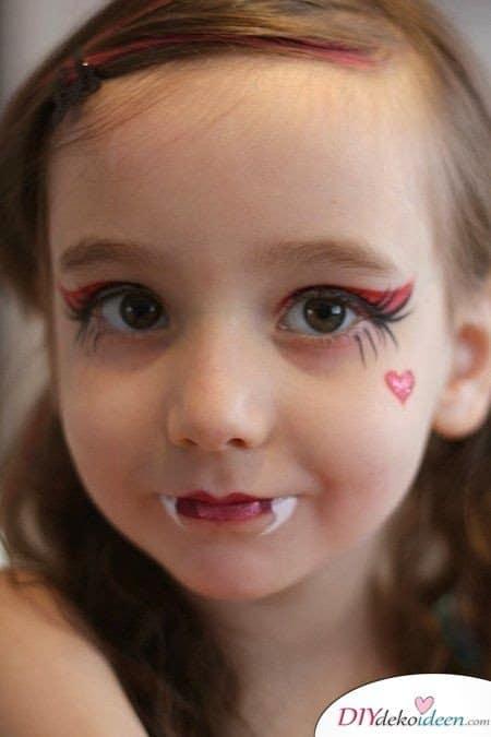 11 Halloween Kostüm Ideen für Kinder - DIY Vampir Kostüm selbermachen Kinderschminken