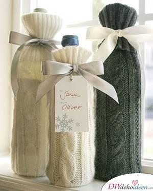 Weinflaschen verpacken zu Weihnachten