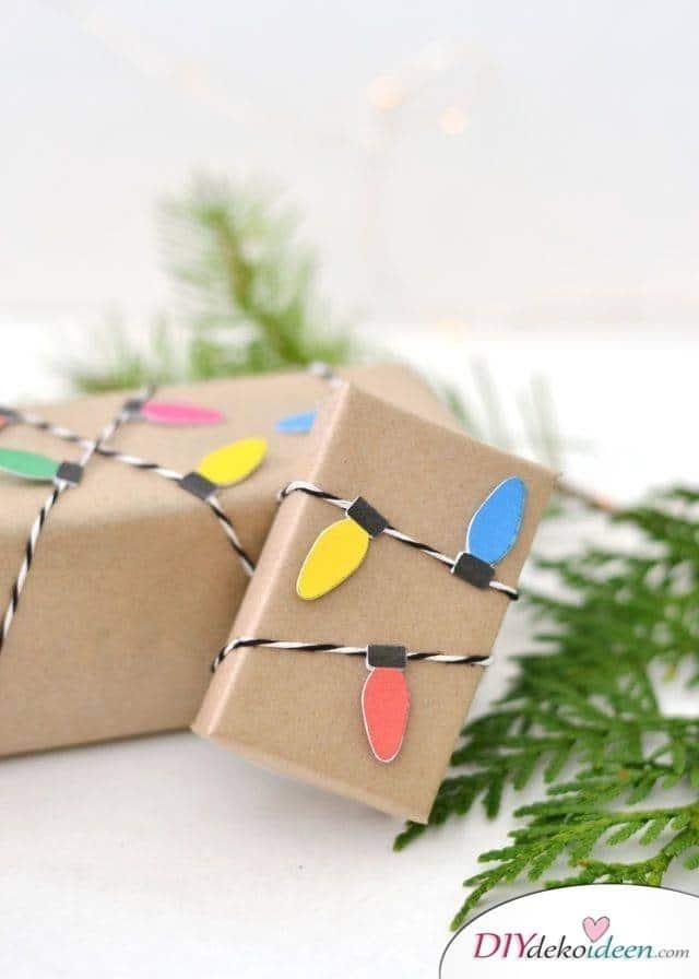 Geschenke Verpacken mit Kraftpapier für Weihnachten