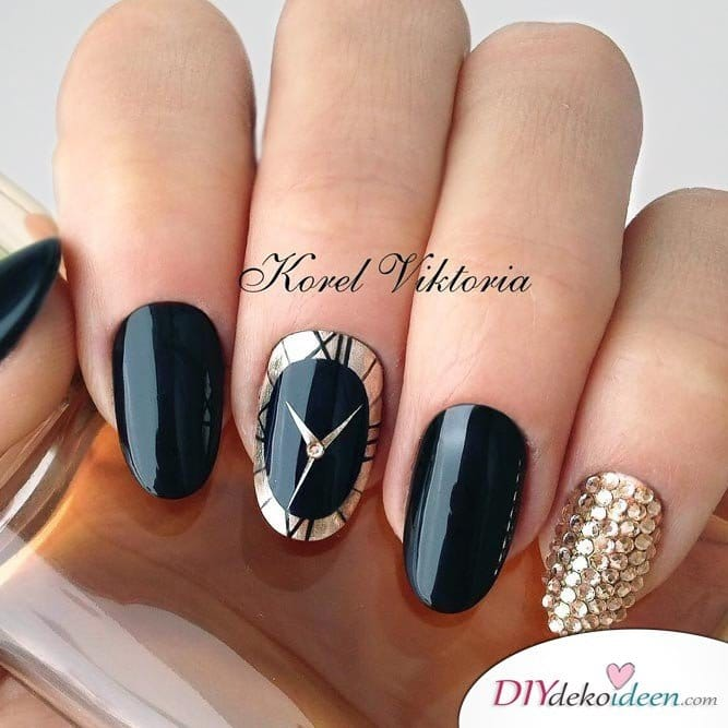 Silvester Nageldesign- Uhr Nageldesign