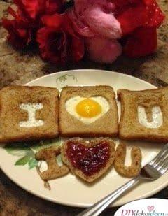 Liebesfrühstück, wenn du eine einfache romantische Idee suchst