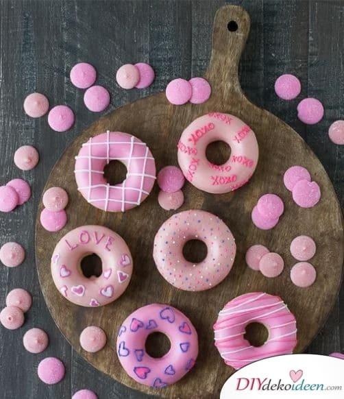 Valentinstag Donuts, eine super Wahl, wenn du ein einfaches Valentinstag Kuchen Rezept möchtest