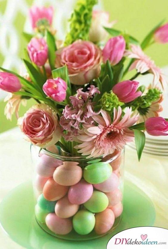 Tischdeko Ostern – mit Eiern gefüllte Vase