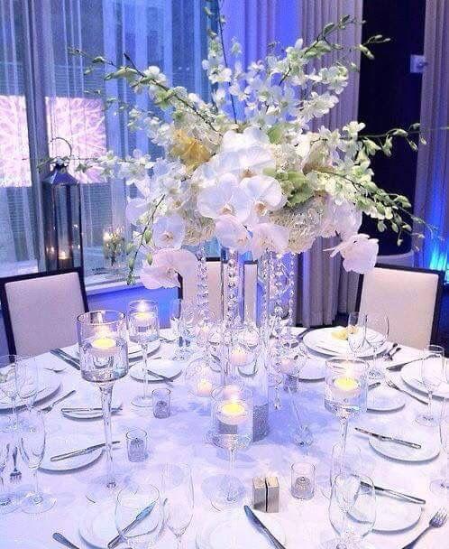 Schlichte Eleganz ganz in weiß - Hochzeit Tischdeko Ideen