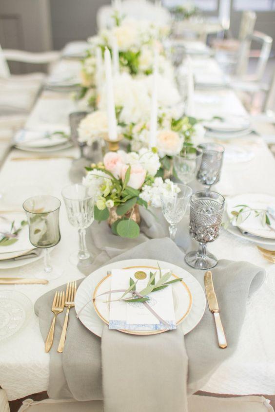 Hochzeit Tischdekoration mit goldenen Akzenten