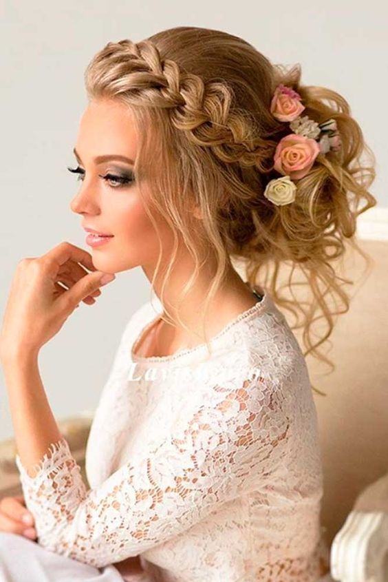 Süßer Dutt mit Zopf - Hochzeitsfrisuren lange Haare