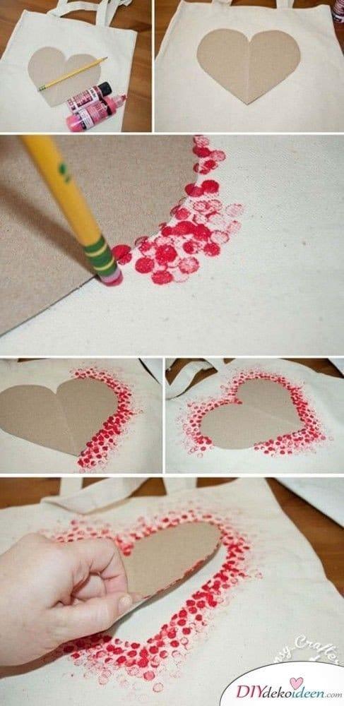 Valentinstagsgeschenke für sie - Praktische Stofftasche mit Herzchenmuster