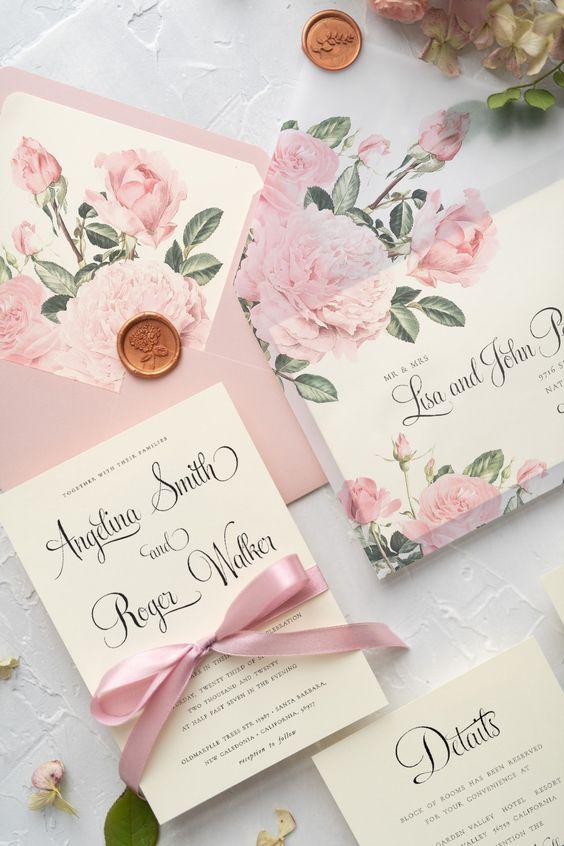 Durchsichtige Briefumschläge mit Rosendruck - Hochzeitseinladungen selbst gestalten