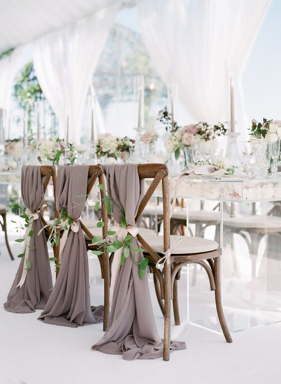 Hochzeitsdeko Ideen – Stühle mit Überwurf