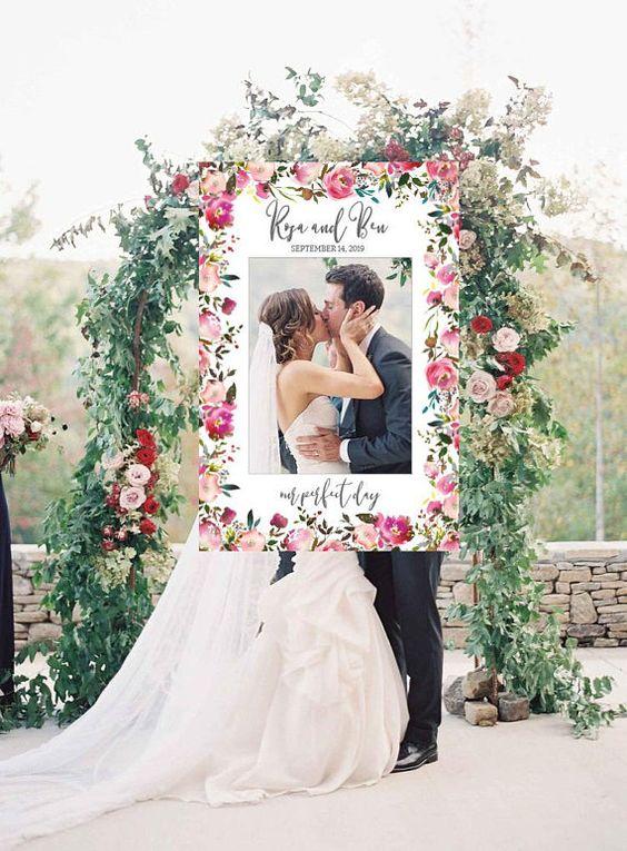 Deko für Hochzeit – Rosenbogen mit Bilderrahmen