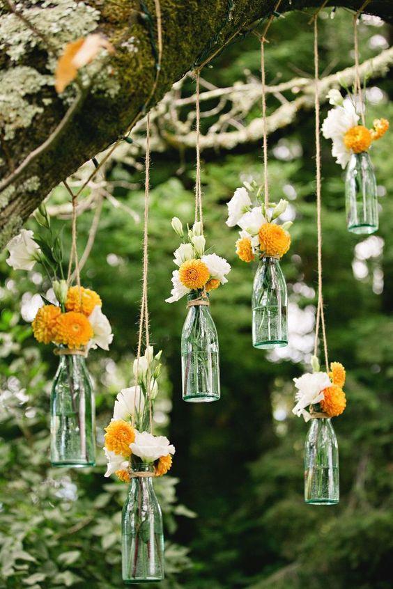 Hängende Flaschenvasen - Hochzeitsdekoration selber machen