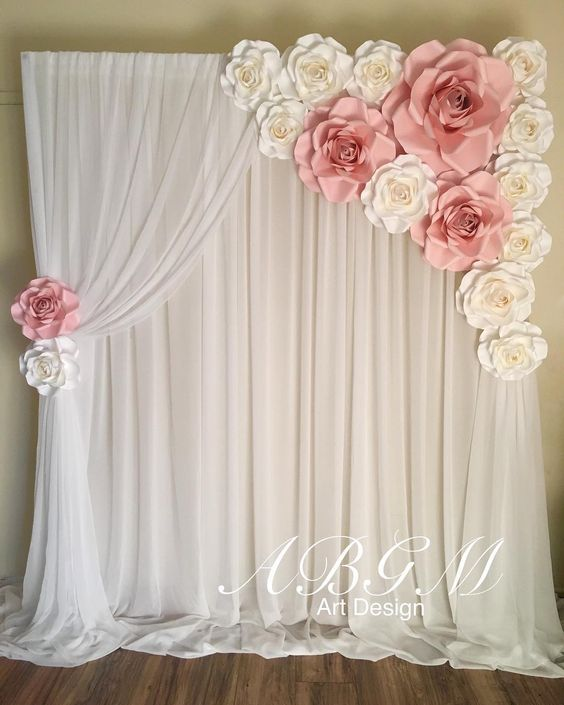 Fotohintergrund mit Papierblumen - günstige Hochzeitsdeko