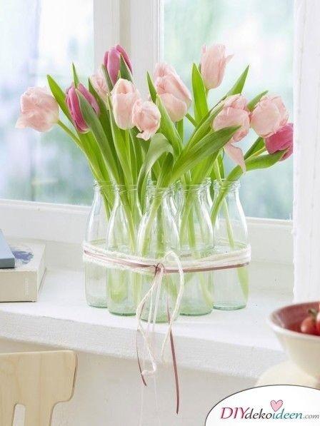 Dekorieren mit Frühlingsblumen – Milchflaschenvasen