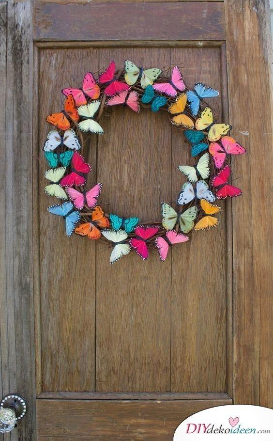 Bunter Schmetterlingskranz - Türkranz Frühling selber machen