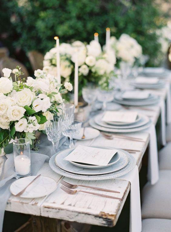 Rustikale Tischdeko mit Kerzen - Hochzeitsdekoration