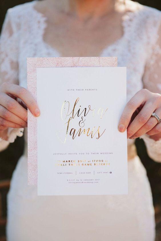 Goldene Schrift mit Rahmen - Hochzeitskarten Ideen