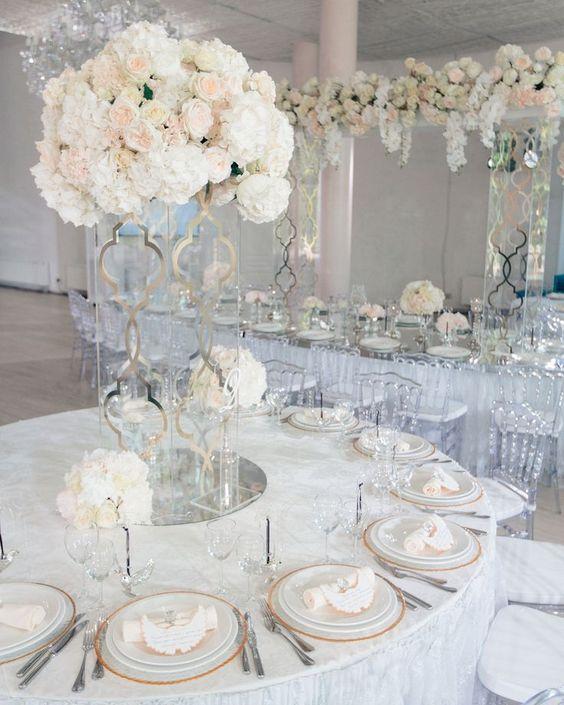 Traumhafte Rosenbouquets als Hochzeitsdekoration