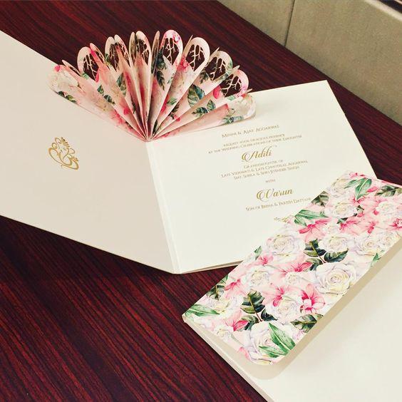 Hochzeitseinladungen selbst gestalten mit ausklappbaren Fächern