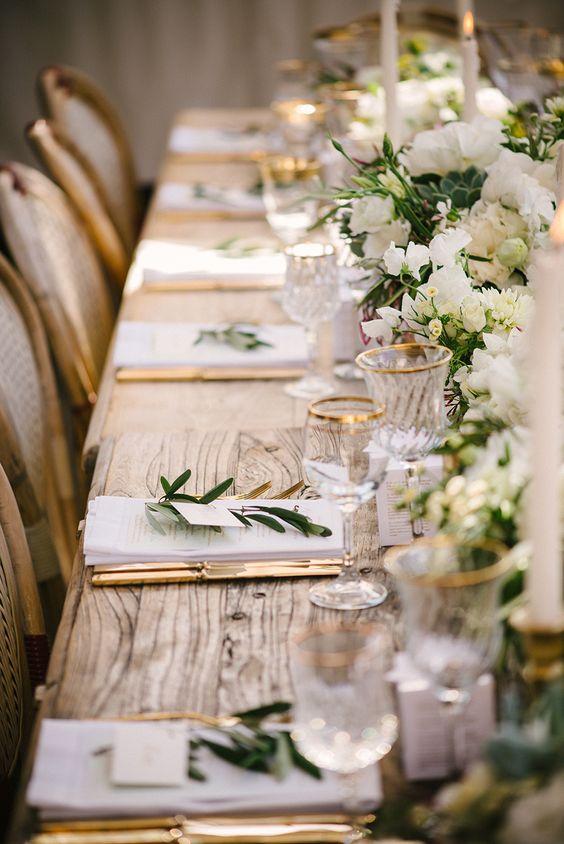 Edle Tischdekoration in Grün, Weiß und Gold - Hochzeit Tischdekoration Ideen