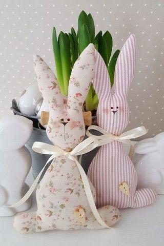 Frühlingsdekoration Ideen – Hasen aus Stoff