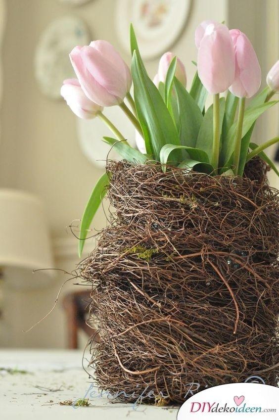 Vase im Nest - Tischdeko Frühling selber machen