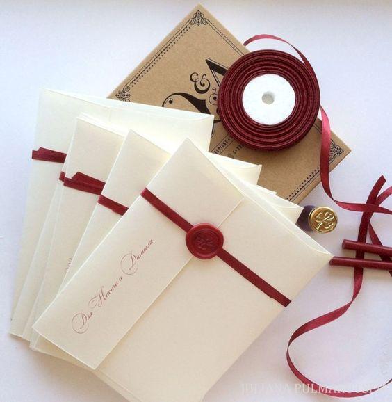 Hochzeitseinladungen selbst gestalten mit Siegel und Schleife