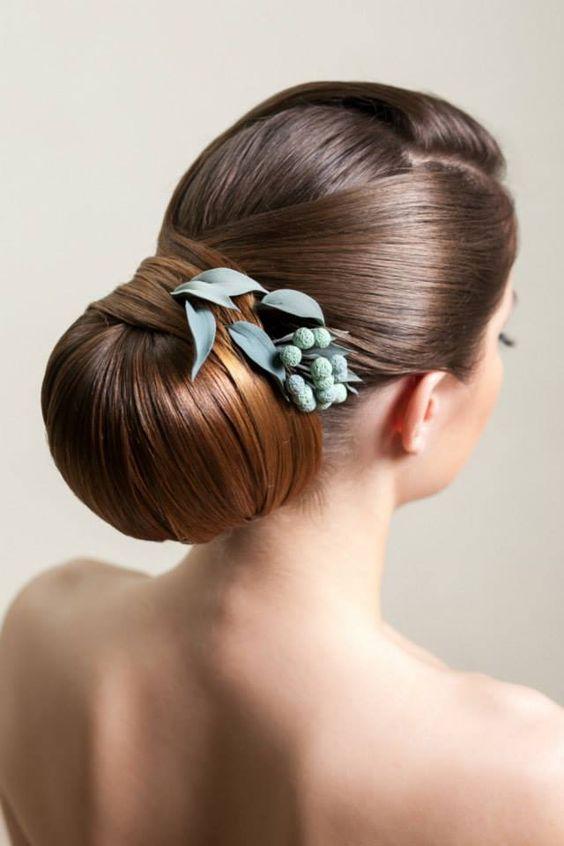 Frisuren für Hochzeit - Strenger Dutt