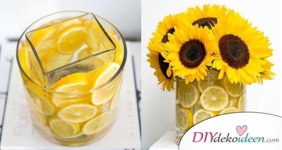 Mit Zitronenscheiben gefüllte Vase - Frühling Tischdeko Ideen mit Blumen