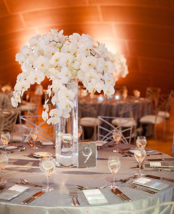 Orchideen und goldenes Besteck - Hochzeit Tischdekoration