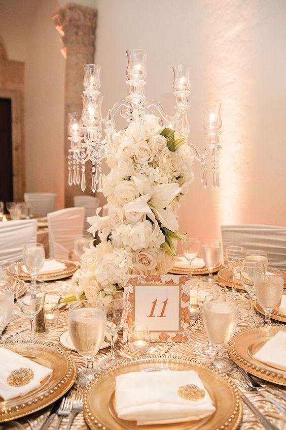 Kronleuchter mit Rosen - Hochzeit Tischdekoration